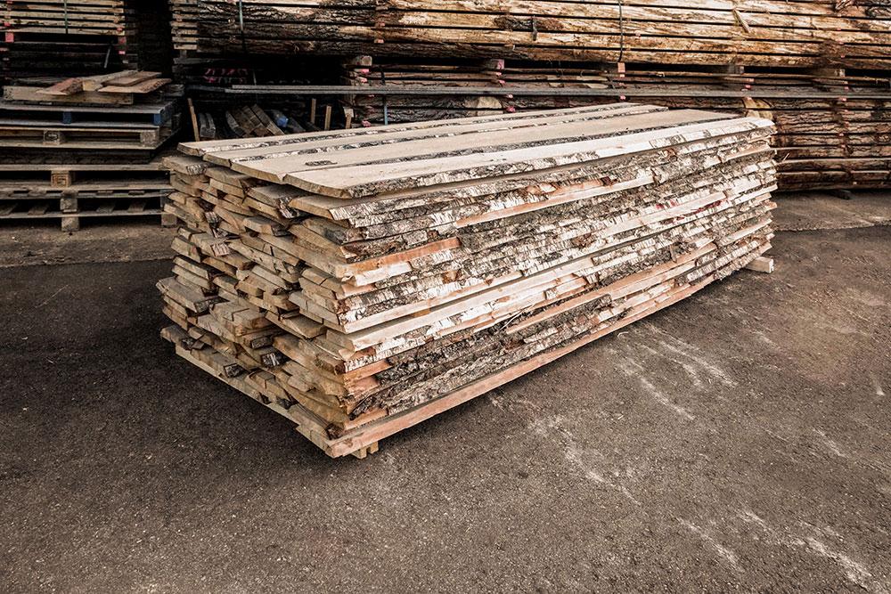 Birke Holzstapel in unserem Lager in Mühldorf