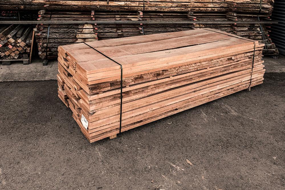 Buche Holzstapel in unserem Lager in Mühldorf