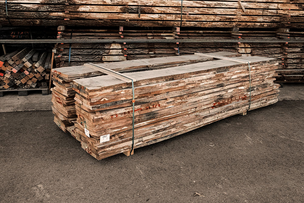 eiche astig Holzstapel in unserem Lager in Mühldorf