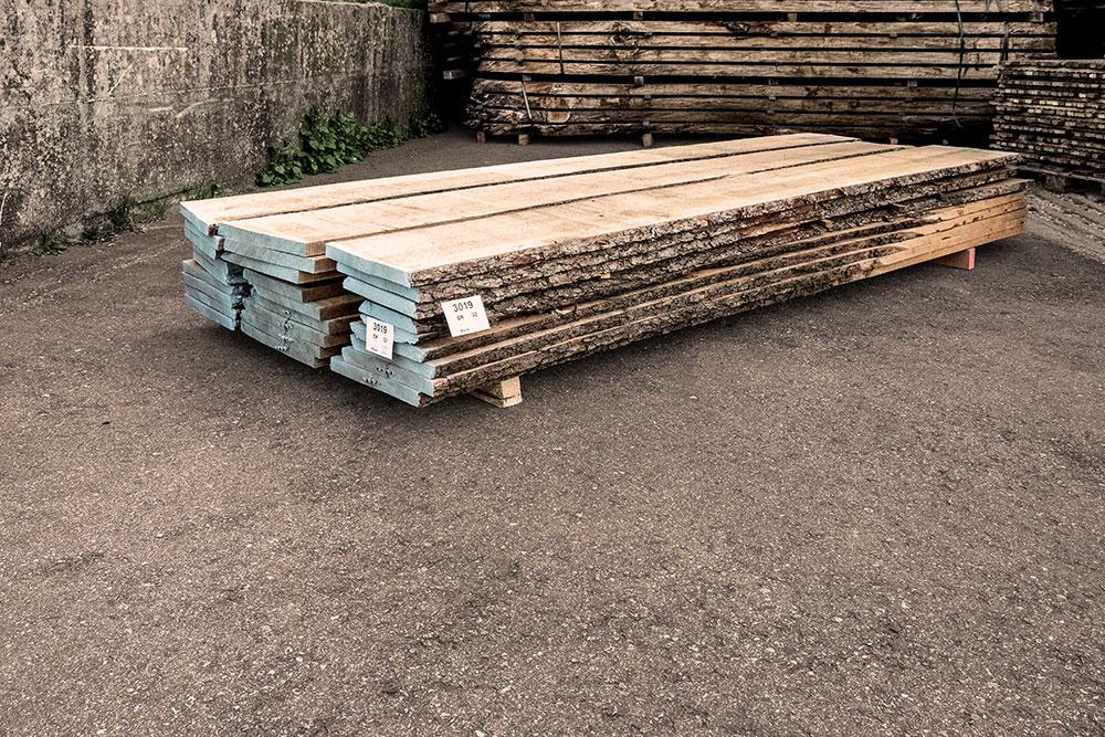 Erle Holzstapel in unserem Lager in Mühldorf