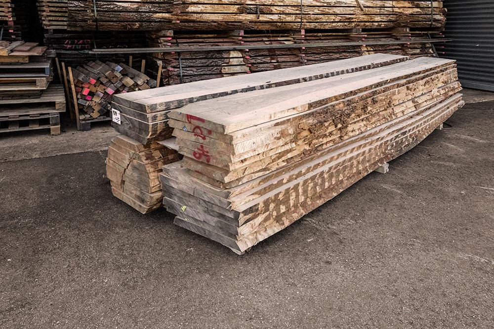 Kernesche Holzstapel in unserem Lager in Mühldorf