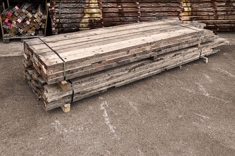 Fichte Altholz Holzstapel in unserem Lager in Mühldorf