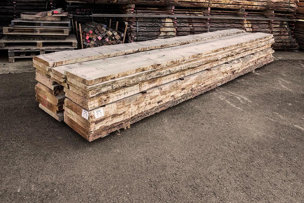 Zirbelkiefer Holzstapel in unserem Lager in Mühldorf